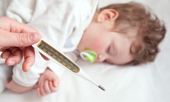 کاهش دمای بدن کودک در منزل