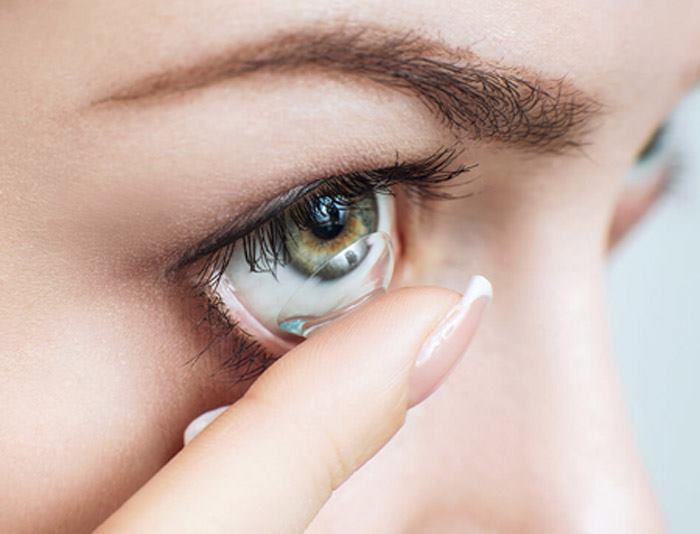 آموزش تصویری گذاشتن لنز روی چشم