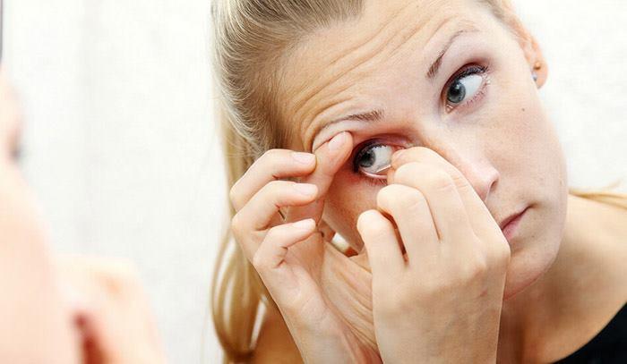 آموزش درآوردن لنز از چشم