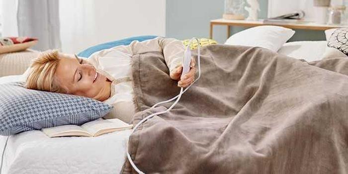 خواب راحت روی تشک برقی